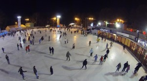 Outdoor_Ice_Skating_Rinks_I01