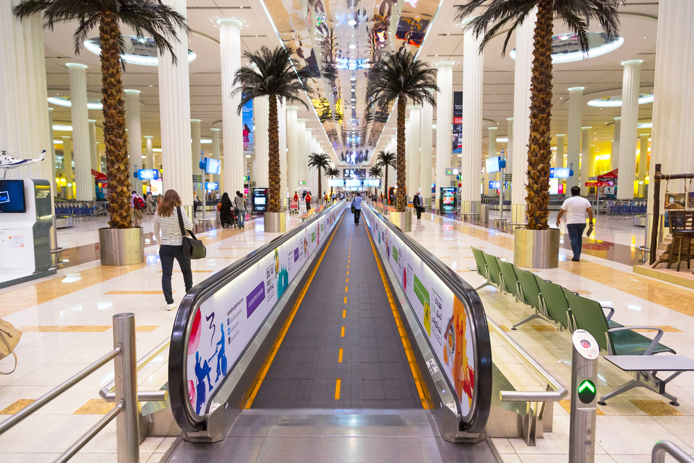 Super-luxurious Dubai airport with shopping malls, activity areas and restaurants.
